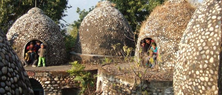 maharishi-mahesh-yogi-ashram.jpg